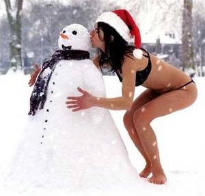 Snowman gets a hot halik