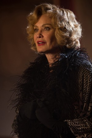 "AHS Freak Show ""Curtain Call"" (4x13) promotional picture"