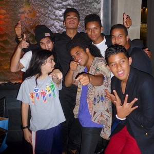 blanket jackson with his cousins jeremy jackson, randy jr, donte, jaafar, jourdynn and jermajesty