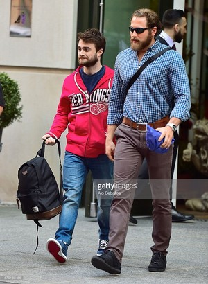 (Exclusive) Daniel Radcliffe Spotted in NYC (Fb.com/DanieljacobRadcliffefanclub)