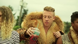 Macklemore - Thrift دکان {Music Video}