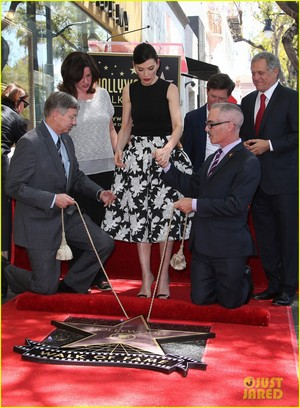 Julianna Margulies Honored With Hollywood Walk of Fame étoile, star