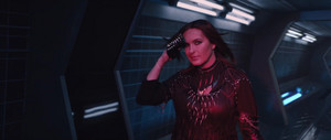 "Mariska Hargitay as 'Justice' in Taylor Swift's ""Bad Blood"" muziek Video"