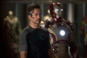 Tony with Mark XLII suit - Iron Man 3