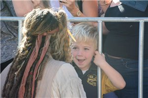 Johnny meets little شائقین on set of POTC 5 (June 2015)
