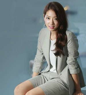 Park Shin Hye Looks As Beautiful In Business Wear As She Does In Formal Dresses