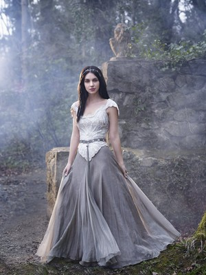 Reign Season 1 Mary Stuart promotional picture