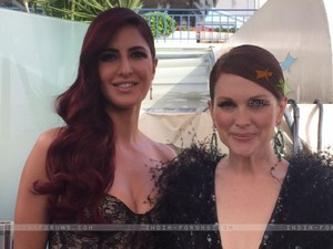 -katrina-kaif-poses-with-julianne-moore-just-before-heading-to