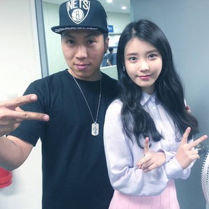 150523 photo with IU taken at Sung Si Kyung's concert Backstage