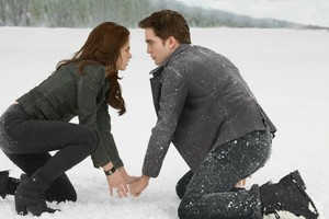 Edward and Bella in the snow BD 2