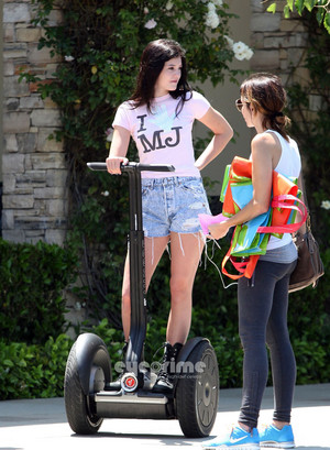 Kylie Jenner got her michael jackson শীর্ষ on and on segway in calabasas