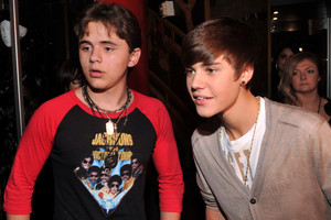 prince jackson wearing Michael jackson shirt with justin