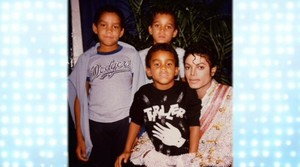 tito jackson's sons with their uncle michael jackson tj got his michael jackson camisa, camiseta on