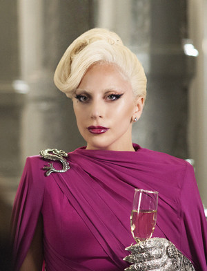 "American Horror Story: Hotel ""Chutes and Ladders"" (5x02) promotional picture"