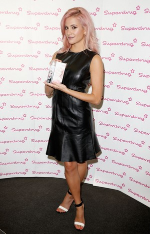 Launch of 'PAINT' door Pixie Lott