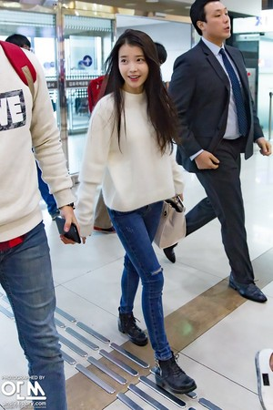 151107 IU at Incheon Airport Leaving for Shanghai