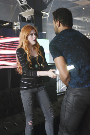 'Shadowhunters' Episode 1x01 stills