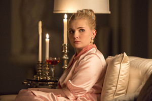 Abigail Breslin as Chanel 5 / Libby Putney in Scream Queens - 'Seven dakika in Hell'