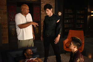 'Shadowhunters' 1x06 Of Men and দেবদূত (behind the scenes)