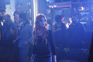 'Shadowhunters' 1x01 The Mortal Cup (stills)
