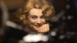 Alison Sudol as Queenie Goldstein