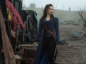 Elizabeth Bennet - Pride and Prejudice and Zombies - Lily James