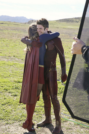 The Flash / Supergirl