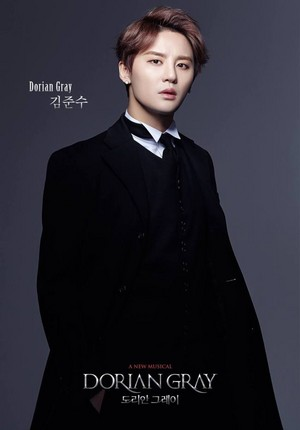 "Kim Junsu transforms into a handsome gentleman for ""Dorian Gray"" musical"