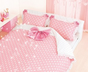 Pink bed (or bedroom)