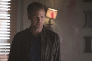 "The Vampire Diaries ""One Way or Another"" (7x18) promotional picture"