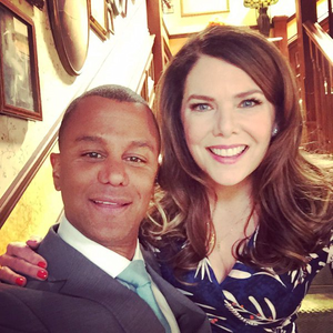Yanic Truesdale and Lauren Graham on set of gilmore girls