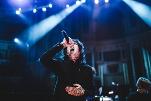 Bring Me The Horizon at Royal Albert Hall दिखाना