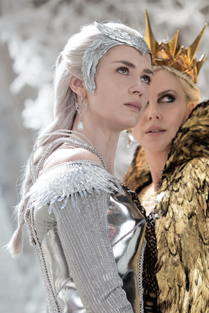 queen Freya (Emily Blunt) and queen Ravenna (Charlize Theron) in ''The Huntsman:Winter's War�