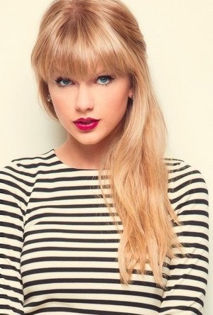 Taylor nhanh, swift with Bangs and Long Hair