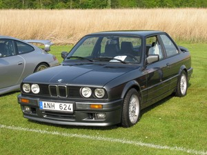 BMW 320iS (E30)