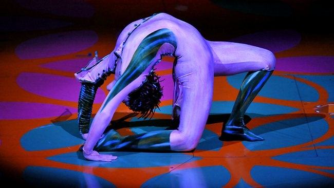 Contortionist performance
