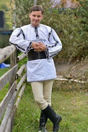Romanian men traditional clothing port popualr romanesc