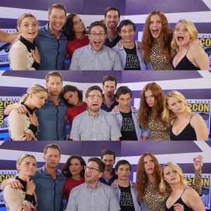 the OuaT Cast being Happy/Sad/Confused