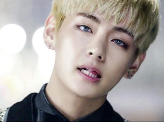 BTS Blood Sweat and Tears MV bts 39946080 540 403