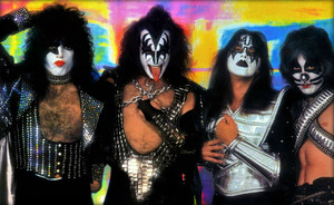 KISS (NYC) June 1, 1977 (Love Gun-Mylar session)