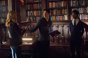 TVD 8x16 ''I Was Feeling Epic'' Promotional still