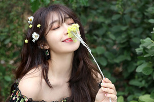 Behind the фото of Jeong EunJi for 'Space' Album куртка