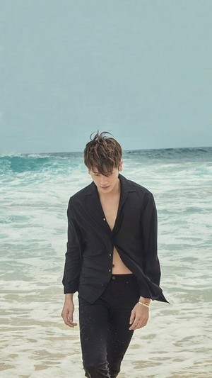 PARK HYUNG SIK IS IN HAWAII WITH JUNE 2017 HARPER'S BAZAAR