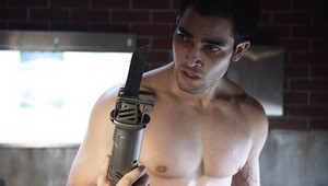 Tyler Hoechlin as Derek Hale in Teen lobo - Magic Bullet (1x04)