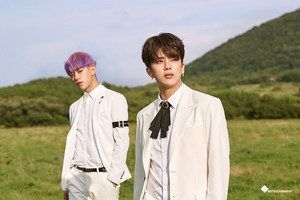 "[NAVER STARCAST] B.A.P's comeback! Behind the scenes to ""HONEYMOON"" M/V"