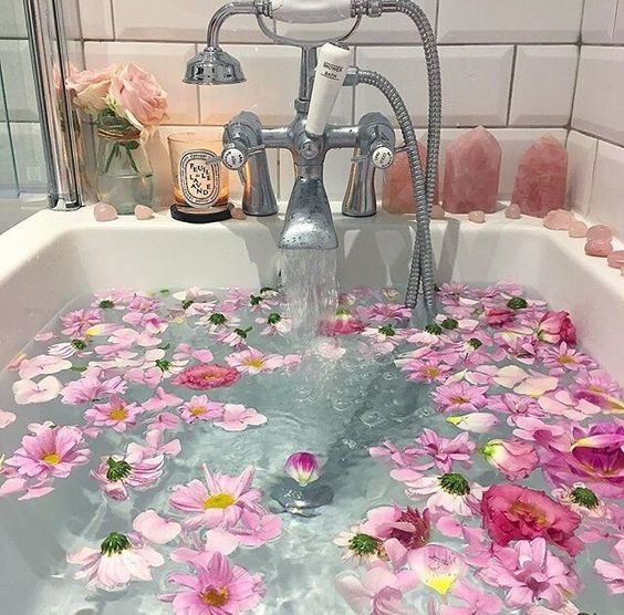 Flower Bath - Aesthetic Photo (40628246) - Fanpop