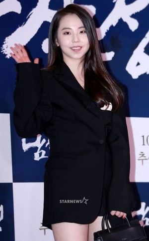 170925 Ahn Sohee @ VIP Premiere of Movie 'The Fortress'