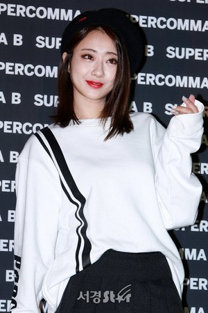 171017 9MUSES Kyungri @ 2018 S/S HERA Seoul Fashion Week - SUPERCOMMA B Collection