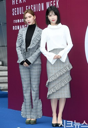 171018 Nine Muses Sojin and Hyemi @ 2018 S/S HERA Seoul Fashion Week - ROMANCHIC Collection