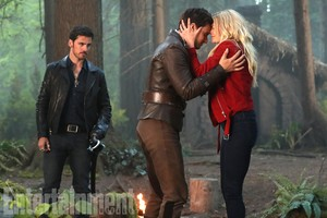 Henry,Hook and Emma season 7,episode 2